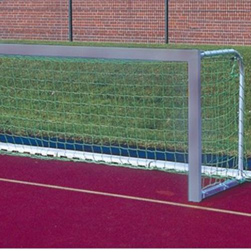 Afmeting 3,00 x 1,00 m. Zeer stabiel, zijn voor meerdere sporten te gebruiken. Doelframe heeft een profiel van 80 x 40 mm. Bovenlat en doelpaal zijn aan elkaar gelast. Netbeugel is inklapbaar. Het doel heeft een diepte van 80 cmInclusief doelnet en nethak