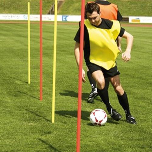 Slalomstangen met grondpin.Wordt veelzijdig gebruikt voor trainingen en gemakkelijk in gebruik.Lengte van de stang 160 cm,en een doorsnee van 3 cm. Verkrijgbaar in de kleuren geel of rood. Per stuk.
