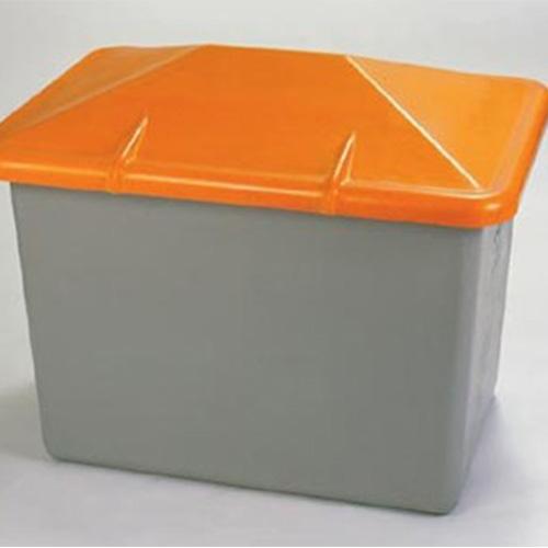 Gravelcontainer :Stabiele weersbestendige,onderhoudsvrije en UV bestendige gravelcontainer, vervaardigd uit glasvezel gewapend polyester.Container met onderin een opening. Afmeting:134 x 99 x 96 cm (lxbxh)Inhoud: 700 liter. Prijs per stuk