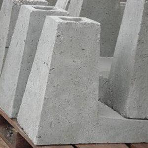 Betonblokken voor netpalen slee- model. L-model. Prijs per stel