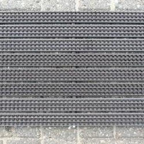 Standaard afmeting 59 x 38,50 cm. Kleur donkerbruin met bruine bezem. Per stuk. De schoonloopmatten zijn ook verkrijgbaar in elke gewenste afmeting. tot een lengte van 150 cm € 190,00 per m. tot een lengte van 200 cm €220,00 per m &n