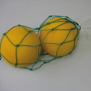 Baldraagnet voor 2-3 ballen. Materiaal:Polyetheleen. Draaddikte: ca 3 mm. Prijs per stuk.