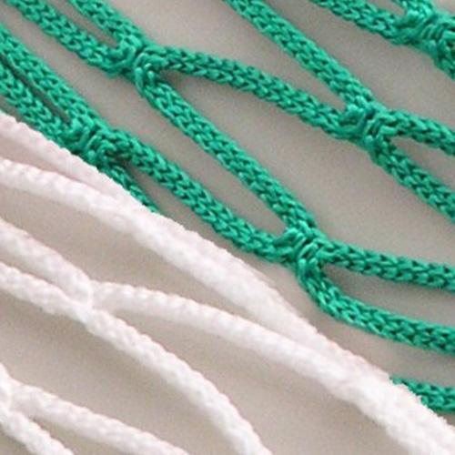 Jeugdvoetbaldoelnet met een afmeting van 5 x 2 x 0,80 x 1,50 m. Mazen 12 x 12 cm,draadikte 4 mm knooploos polypropyleenkoord, met een spanlijn in het dak. Kleur groen/wit.Prijs per stel.